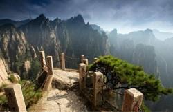 Pemandangan Eksotis di Puncak Kahyangan Gunung Huangshan Cina