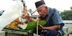 Kakek 95 Tahun Jualan Tahu hingga Dini Hari, Hanya Untung 16ribu