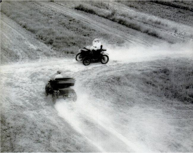 Mobil yang berpapasan Pada tahun 1895, di negara bagian Ohio, ada kejadian dua mobil bertabrakan. Keunikan dari kecelakaan ini adalah dalam masa itu, produksi mobil baru saja mulai diresmikan, dan hanya ada dua mobil ini di semua Ohio. Sayangnya, pada saat itu kecelakaan mobil masih tidak didokumentasikan, dan belum ada catatan resmi tentang kasus ini.