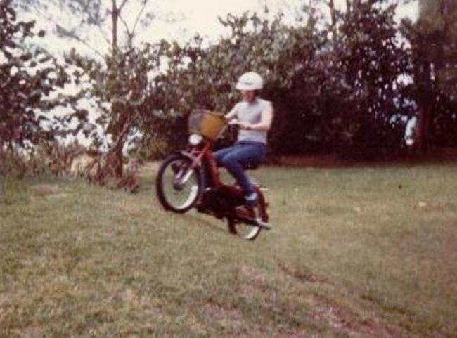 Saudara yang tidak beruntung Pada bulan Juli 1975, Erskine Lawrence Ebbin, seorang pemuda berusia 17 tahun yang tinggal di kepulauan bermuda, berkendara dengan moped dan tewas tertabrak taksi. Hampir setahun sebelumnya, juga pada bulan Juli, saudara Erskine - yang juga berusia 17 - tewas kecelakaan. Dia mengendarai moped yang sama dan ditabrak oleh taksi. Yang lebih mengejutkan, yang menabrak adalah sopir yang sama, dan ia membawa penumpang yang sama. Astagaa!!!