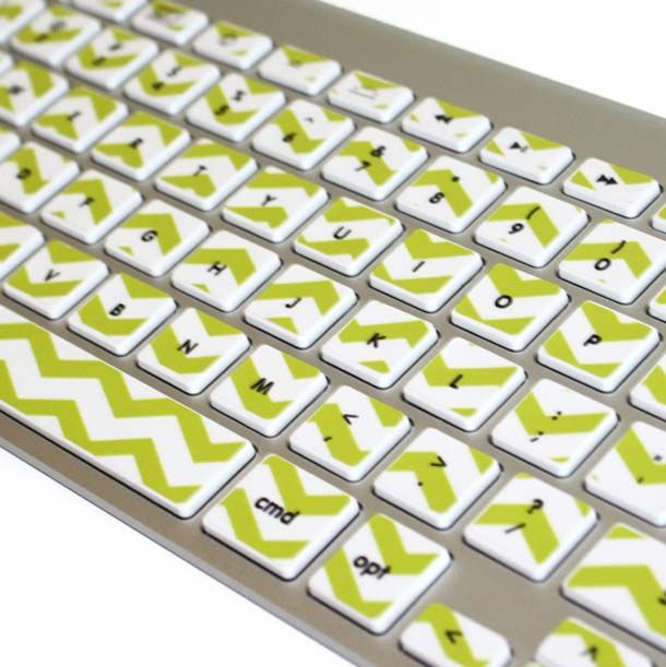 Sepintas sih kalau dilihat-lihat agak pusing ya pulsker, ada garis-garis gitu. Tapi walaupun simpel, stiker ini keren banget lho. Setidaknya keyboard kalian tidak monoton ya.
