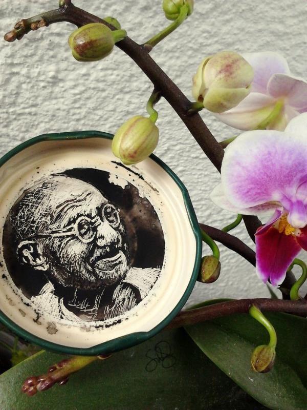 Mahatma Gandhi..mirip banget ya Pulsker