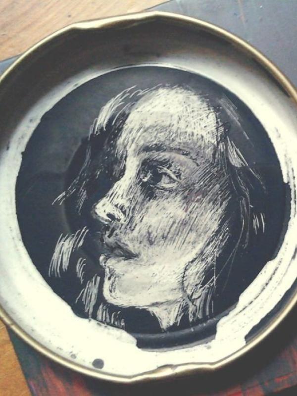 Lukisan ini memperlihatkan ekspresi wajah gadis yang sedang bersedih.