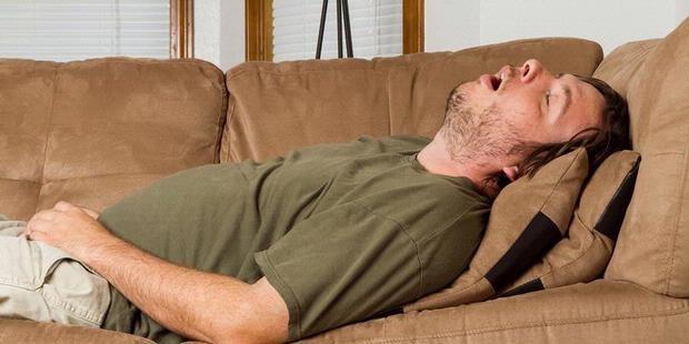 Pertama adalah kebiasaan tidur yang terlalu lama pulsker. Kurang tidur memang sih bisa meningkatkan berat badan karena peningkatan hormon yang berujung pada meningkatnya nafsu makan. Tapi nih, tidur terlalu lama juga tidak baik lho pulsker. Menurut penelitian nih tidur lebih dari 10 jam tiap malam meningkatkan resiko kegemukan.
