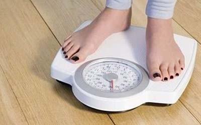 Lupa atau tidak menimbang berat badan juga menjadi faktor lainnya. Biasakan untuk meninmbang berat badan pagi hari pulsker. Karena pagi hari adalah waktu terbaik dikarenakan tubuh pada bobot paling rendah. Dengan demikian hasil lebih akurat, kalau kita sudah mengetahui berat kita maka akan mudah melakukan penyesuaian pola makan.