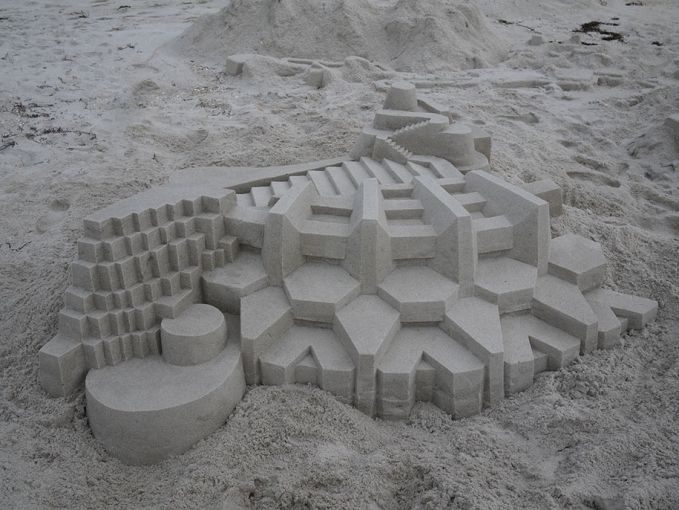 Pola yang rumit juga ditujukkan susunan pasir ini nih. Ini bangunan apa ya pulsker?. Dilihat-lihat sih seperti kastil di Eropa gitu deh.