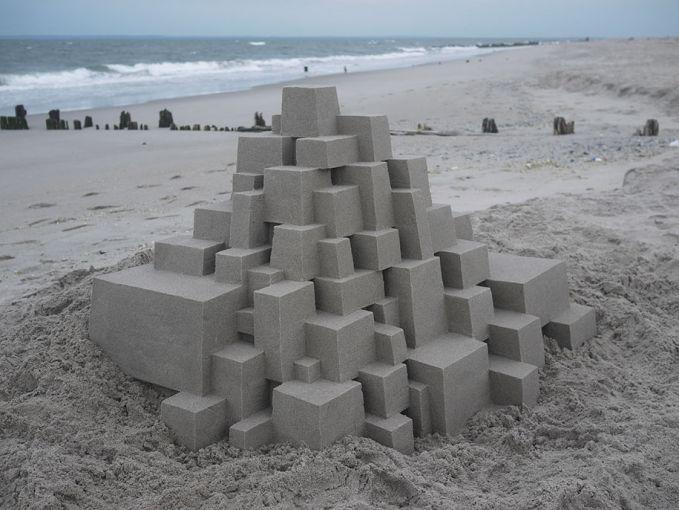 Kotak-kotak ini bukan sembarang kotak. Disusun dari pasir-pasir dengan ukuran tertentu, kerennya lagi penataan dengan ukuran yang pas bisa membuat pasir ini tahan dan tidak ambruk lho.