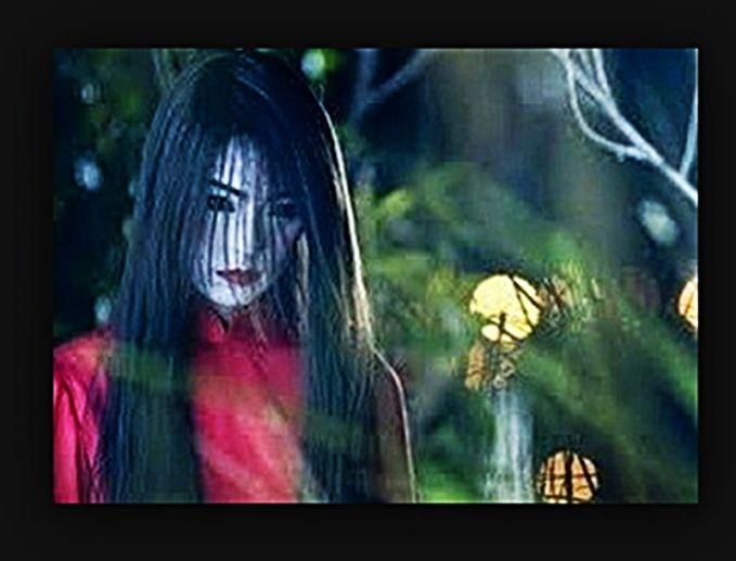 Nu Gui. Nu Gui dipercaya sebagai hantu wanita pendendam dengan penampakan rambut panjang bergaun merah. Dalam legendanya, roh ini adalah sosok wanita yang dulunya mati karena bunuh diri dan memakai baju merah saat kematiannya.