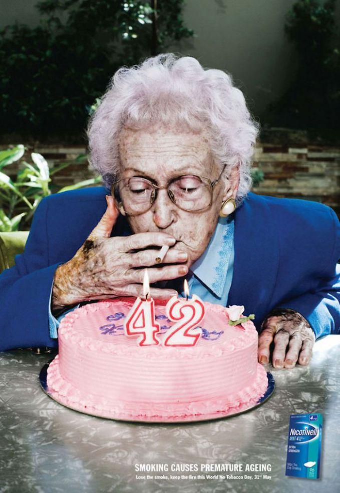 Disadari atau tidak nih pulsker, merokok ternyata dapat membuat kita semakin cepat tua. Begini contohnya, di usia 42 tahun saja sudah terlihat keriput serasa umur 80-an lebih.