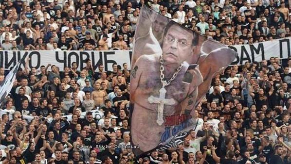 Siapa bilang negara Balkan tak memiliki supporter garis keras, FK Partizan adalah contohnya. Dan negara-negara Balkan adalah wadahnya kekerasan suporter sepakbola. Salah satu kekerasan supporter mengerikan adalah di Beograd, ibu kota Serbia ada 2008 silam. Seorang pria tewas ditembak dalam sebuah perkelahian terorganisir antara kelompok pendukung Partizan dan Novi Sad. Setahun berselang, seorang pendukung Toulouse (Prancis) tewas dikeroyok menjelang pertandingan Europa League melawan Partizan. Wah, ngeri juga ya pulsker...jangan sampai deh hal kayak gini terjadi di Indonesia lagi ya?.