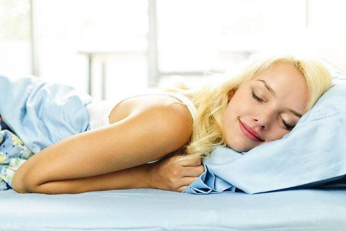 Selanjutnya adalah tidur dengan cukup pulsker. Riset dari University of Chicago menemukan bahwa pelaku diet yang menghilangkan lemak 55 persen tidur selama 5,5 jam dibandingkan yang tidur 8,5 jam pulsker. Agar dapat tidur nyenyak hindari layar bercahaya seperti TV atau ponsel. Makanlah camilan yang bikin cepat tidur seperti pisang, disamping kenyang tidur pun nyenyak.