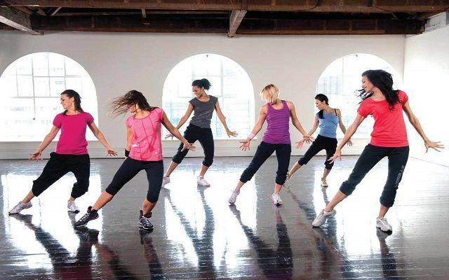 Tahukah kalian pulsker bahwa menari selama satu jam dapat membakar antara 200-600 kalori lho. Selain bikin langsing, menari pun membantu membangun kekuatan, meningkatkan fleksibilitas serta memperlambat proses penuaan.