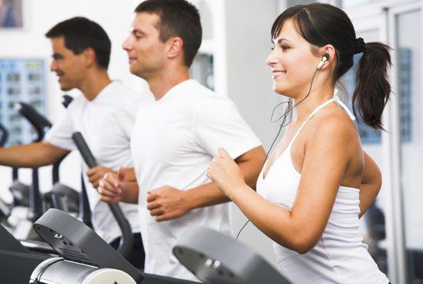 Jangan lupa pula untuk rajin berolahraga. Jika kalian mulai merasakan gejala-gejala penyakit, segeralah berolahraga untuk meningkatkan sistem imun pulsker. Gerakan-gerakan aerobik yang dinamis dapat memompa darah dengan cepat dan membuat tubuh lebih cepat berkeringat. Dengan melakukan olah raga, tubuh kita juga dapat memproduksi lebih banyak sel anti-virus.