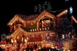 Menyambut Natal dan Tahun Baru Rumah-Rumah Ini Disulap Menjadi Gemerlapan dengan Ribuan Lampu