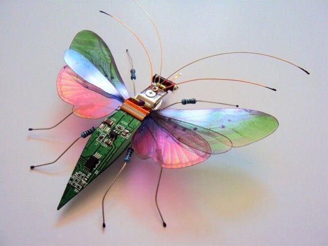 Juga ada kupu-kupu dengan warna yang lain. Walaupun bahan yang digunakan sama namun hasil tiap miniatur beda-beda pulsker. Dan tak kalah kerennya kan?.