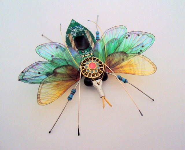 Di alam liar kupu-kupu jenisnya pun beragam dan banyak sekali ya pulsker. Nampaknya si Julie ini piawai dalam membikin karya kupu-kupu. Karya kupu-kupu yang menarik ini misalnya pulsker.