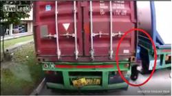 masih beranikah kamu nyelip di tengah truk setelah melihat video ini