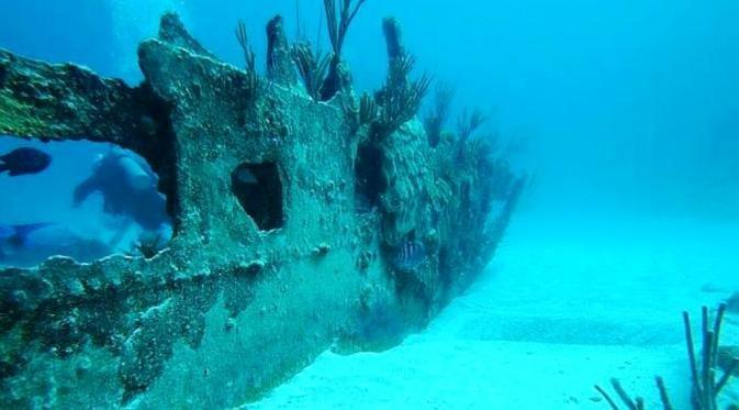 Kuburan Kapal Karena terlalu banyak insiden terjadinya kapal yang hilang dan tenggelam di Segitiga Bermuda ini.