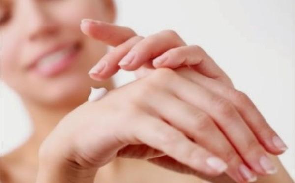 Menjaga kesehatan kulit.