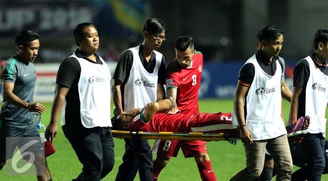 Andik Vermansyah cedera saat final pertama Piala AFF 2016 melawan Thailand di Stadion Pakansari, Bogor.