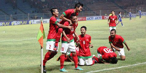Ngomongin tentang jumlah gol nih pulsker, timnas kita tak kalah jago lho. Tercatat sebanyak 140 gol berhasil disarangkan oleh Timnas Garuda dan sebanyak 78 kali kebobolan gawang. Hasil ini dihitung dari tiap gelaran Piala AFF yang diikuti oleh timnas Indonesia.