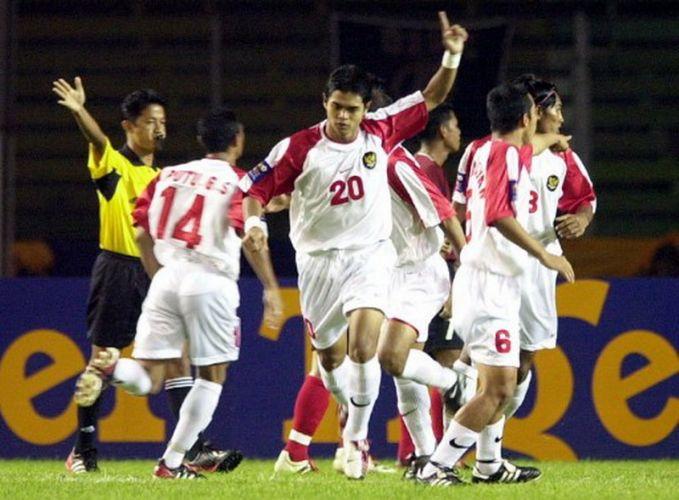 Nah, tahukah kalian bahwa Indonesia pernah mendapatkan kemenangan terbesar lho. Kala itu timnas kita menang 13-1 melawan Filipina pada gelaran tahun 2002 silam. Tapi ironisnya nih pulsker, Indonesia mengalami kekalahan besar 4-0 pada 2014 lalu oleh lawan yang (sedihnya) sama, Filipina..