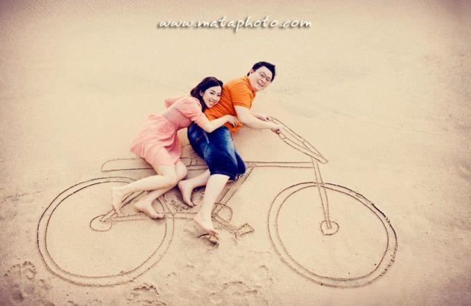 Gambar sepeda onthel juga bisa dijadikan sebagai salah satu property prewedd mu.