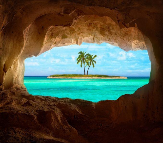 Menjelajahi laguna biru yang tenang di Pulau Fiji. Mengunjungi pantai untuk menikmati sepoi-sepoi angin dan deburan ombak emang nggak pernah membosankan. Kamu bisa menjelajahi kepulauan Fiji yang letaknya disebelah selatan Samudera Pacific. Disini kamu bisa berjemur ditepi pantai, menyelam dan menikmati matahari terbit.