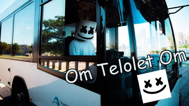 Nah..ternyata ini penampakan DJ Marshmello saat jadi supir bus dan ngebunyiin klakson Telolet. Jangan mau kalah ya Pulsker!
