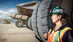 Siapa Bilang Pekerjaan Berat Hanya Mampu Dikerjakan Oleh Pria Saja, Wanita-Wanita Tangguh Ini Mematahkan Mitos Tersebut
