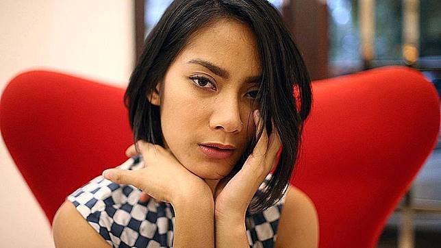 Pertama ada aktis yang menjadi salah satu pemeran utama dalam film 'Pendekar Tongkat Emas', Tara Basro. Aktris berperawakan sintal ini cukup banyak digemari para cowok lho pulsker.