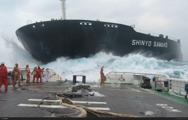 Para pekerja tersebut adalah para pelayar yang menempuh jarak beribu-ribu mil jauhnya tidak peduli ombak besar yang menghadang dihadapan mereka. Meninggalkan keluarga hanya untuk mencari nafkah...