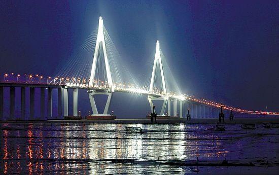 Cina Jembatan terpanjang yang memiliki panjang 22 mil.