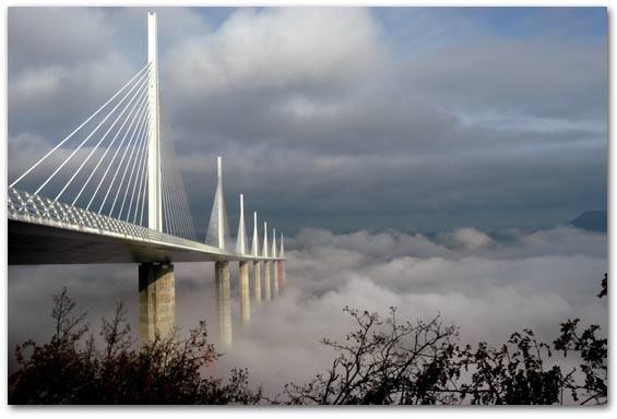 Perancis Jembatan diatas awan. Termasuk jembatan tertinggi didunia.