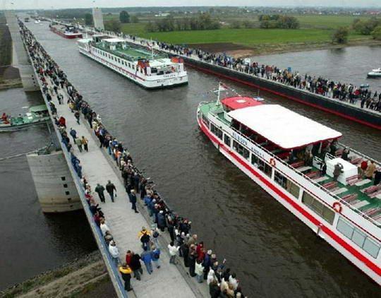 Jerman Jembatan Air Magdeburg, jembatan yang menyatukan antara jerman timur dan jerman barat.