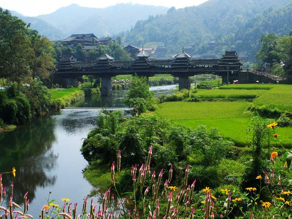 Cina Jembatan bangsa dong. Jembatannya nggak hanya unik tapi indah juga kan?