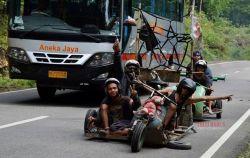 10 Foto Ini Membuktikan Bahwa Orang Indonesia Itu Unik dan Tak Ada Duanya