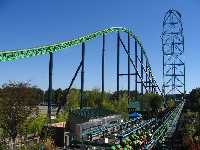 Kingda Ka Roller Coasters, pulsker tahu nggak ketinggan dari Roller Coasters ini 137 meter dengan kecepatan 205 km/jam lho. Wuuss...