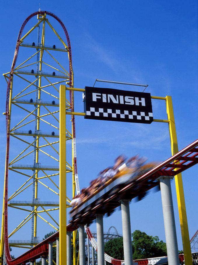 Top Thrill Dragster, wahana yang terletak di cedar point amusement park, Sandusky, ohio, Amerika serikat. Kecepatan roller coaster ini hingga 193 km/jam, dengan ketinggian 128 meter.
