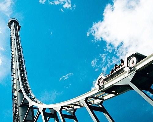 Tower Of Teror Berlokasi di Dreamworld, Queensland, Australia. Karena terlalu ekstreme wahana ini sampai dijuluki 'wahana penantang maut' lho pulsker. Kecepatannya sampai 160,9 km/jam dengan ketinggian 115 meter.