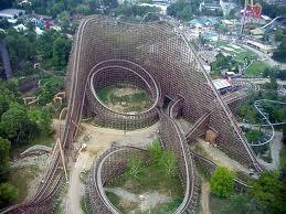 Biasanya Roller Coasters kebanyakan terbuat dari besi ya, tapi ini beda. Roller Coasters ini terbuat dari kayu terpanjang lho. Wahana yang ada di Amerika Serikat ini memliki ketinggian 66,4 meter dengan kecepatan sampai 126 km/jam.