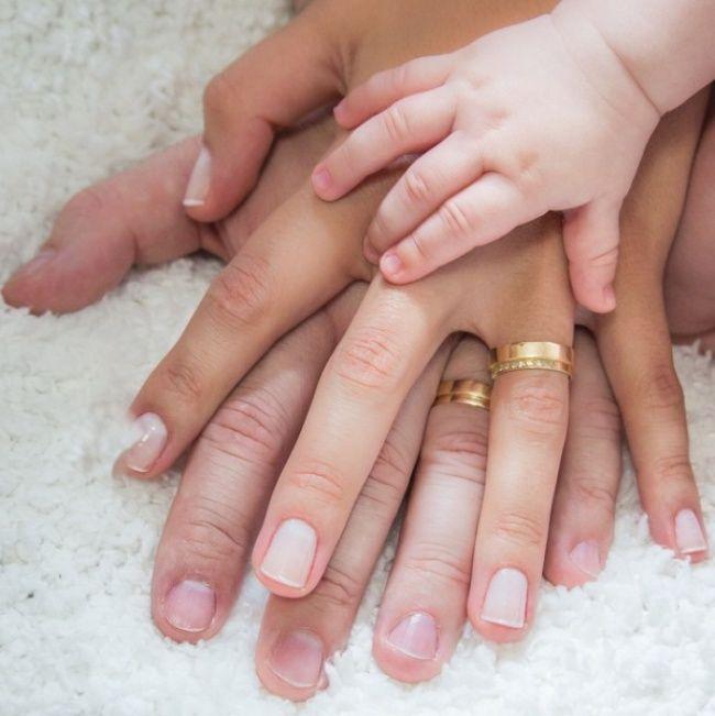 Tangan ini yang akan selalu menuntunmu hingga nanti nak. One for all, all for one.