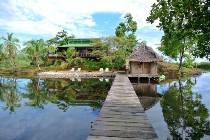 Saat memiliki banyak uang, kamu juga bisa membeli pulau pribadi di sekitar Samudra Pacifik. Pulau ini terletak di lepas pantai Panama yang ditawarkan untuk dijual komersil. Untuk harganya sekitar 5 Miliar Rupiah. WOW!