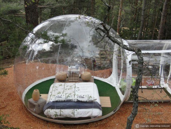 Rasakan juga sensasi tidur di alam terbuka dengan membuat rumah kapsul seperti ini Pulsker. Tapi saat malam, kira-kira menyeramkan nggak ya tidur disana?