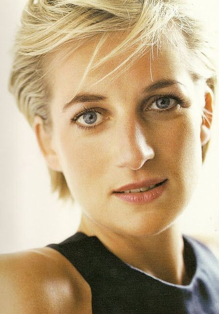 Putri Diana tidak pernah memakai eyeliner yang sama dengan warna mata. Diana kerap memakai eyeliner berwarna biru.