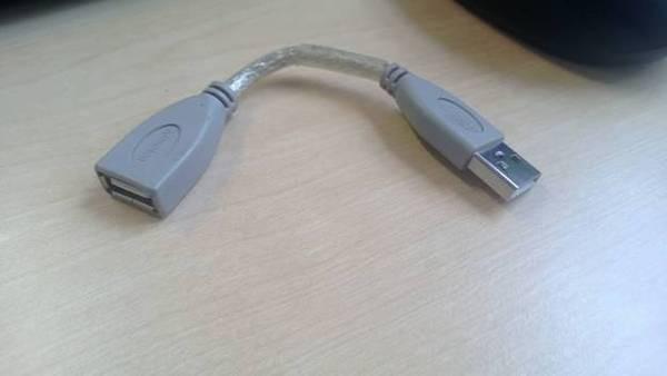 Kabel USB ini pendek banget, tapi beneran ada yang jual lho kabel sependek ini. Kamu pernah melihat nggak Pulsker?