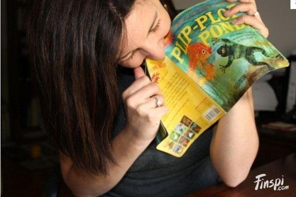 Buku Indestructible Buku ini adalah sebuah buku yang diklaim tidak sulit bahkan tidak dapat dihancurkan. Buku ini terbuat dari bahan yang menyerupai kertas yang tidak dapat disobek, ditusuk, maupun dicabik. Buku ini juga tidak dapat basah dan tidak beracun. Tapi jangan dikira buku ini dibuat untuk agen rahasia atau pekerjaan penting lainnya Pulsker. Buku ini justru dibuat untuk anak-anak berusia 1 atau 2 tahun yang dimaksudkan agar mereka tidak memakan sobekan kertas dari buku.