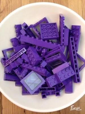 Lego Lego, adalah mainan kumpulan bata plastik yang bisa disusun menjadi berbagai bentuk. Tapi jangan salah, walaupun lego bentuknya kecil satu bata Lego mampu menahan beban lebih dari 900 pon. Sekuat apapun kamu menginjak bata Lego tersebut, benda nggak akan rusak dengan mudah.