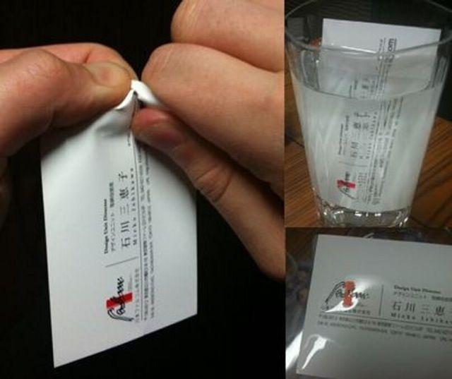 Kartu Nama Sepintas ini terlihat seperti kartu nama biasa, tapi kartu nama ini adalah kartu nama yang tahan segala hal buatan developer game Jepang Nihon Falcom. Menurut akun twitter Falcom, kartu nama ini bisa bertahan dari injakan gajah dan juga tahan air. Buat kamu yang pengen jadi agen rahasia, cocok banget deh punya kartu nama ini Pulsker.