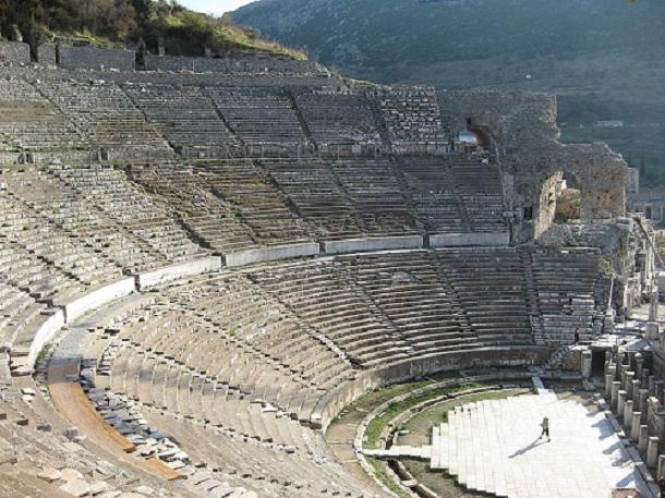 Gladiator Graveyard, Ephesus, Turki Gladiator Graveyard adalah kuburan bagi para petarung gladiator. Para gladiator meninggal karena bertarung melawan sesame gladiator, hewan liar atau penjahat.